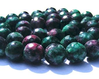 8 rubis zoizites à facette de 8 mm perles pierres verte et magenta.