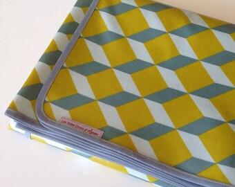 Nappe toile de coton enduit motif cubes jaune moutarde et gris - 146x260cm