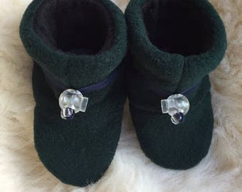 Toggle Toes forest green baby slipper, fleece booties, soft sole shoe in infant size 4-12 months, baby shoe size 1-3.5