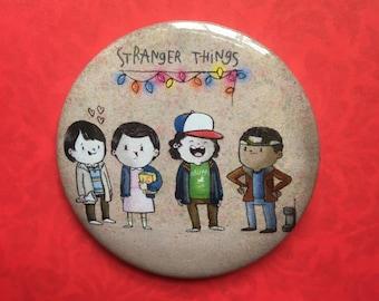 Stranger Things Badge - 55mm Pin Badge - Fridge Magnet - Alicia Souza - Pun Badge