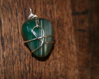 Beautiful Agate in a rich green colour. With sterling silver chain.