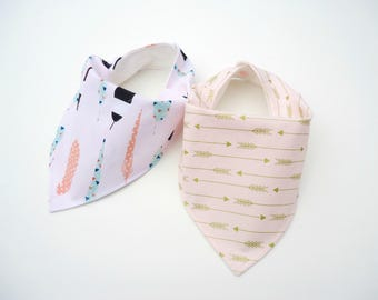 Bandana bibs for girls-Baby girl bibs-Bamboo bandana bibs-Baby feathers bib-Baby gold arrows bib -Baby girl blush pink bibs