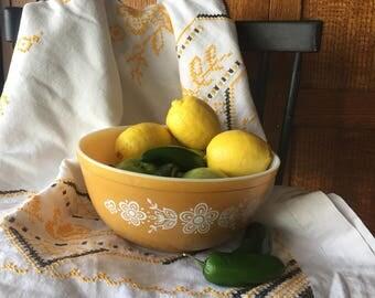 Vintage harvest gold pyrex bowl