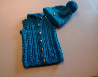 Body warmer and hat