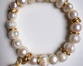 Bracelet with pearls of river
