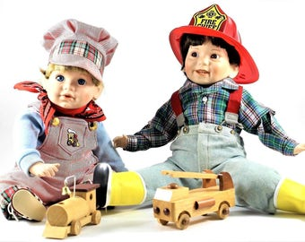 1991 Danbury Mint Train Conductor And Fire Chief With Wooden Train & Firetruck(173115751256)