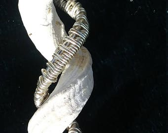 Shell pendant wire wrapped