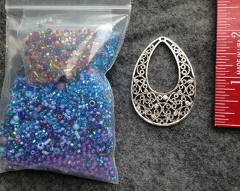Bead lot / Seed beads in Purples and Blues with Pendant