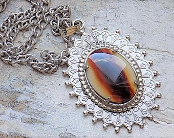 FREE SHIPPING Vintage Agate Stone Silvertone Pendant Necklace