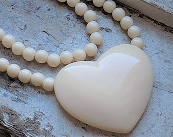 FREE SHIPPING Vintage Large Plastic Heart Beaded Necklace