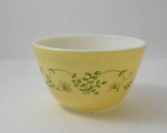 Pyrex Shenandoah Mixing Bowl, Small #401 ~ 1.5 pint ~ 1980's Vintage Flowers ~ Small Yellow Nesting Bowl