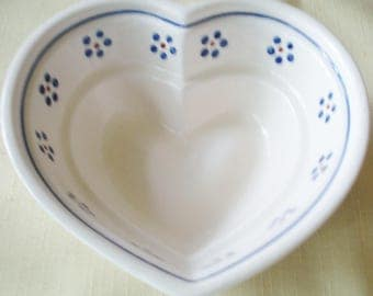 Vintage Boleslawiec Jello Mold Polish White Pottery Bowl w Blue Daisy Flowers w Rust Centers