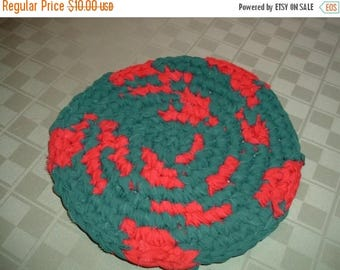 "25% OFF STORE SALE Christmas Hot Pad Rag Rug 9 3/4"" Crocheted Round  Red and Green"