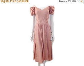 Summer Sale Vintage Off Shoulder Dress // Pink Gathered Sun Dress//Dusty Pink Elegant Dress// 80s Ladies Evening Dress// Size S- M // 155