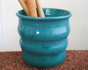 Beehive Utensil Holder in Peacock Blue Green, Ceramic Utensil Crock, Stoneware Pottery Kitchen Organizer, Utensil Caddy, Bridal Shower Gift