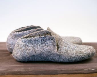 Rustic gray slippers from linen and wool with  minimal studs on side, rustic shoes, Gray clogs, Felted wool slippers, lithuanian linen