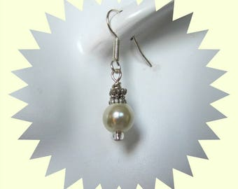 Ivory Pearl Earrings, Dangle earrings, drop earrings, Ivory earrings, Faux Pearl Earrings , Pearl earrings, Surgical Steel Earwire Item 1241