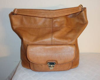 Banana Republic large tote, handbag, bucket bag thick soft top quality genuine leather honey tan pocket details vintage w lots of character