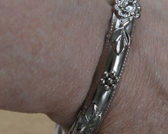 Floral Silver tone Bangle Bracelet, Vintage