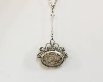 Retro Victorian-Style Floral Scroll Locket