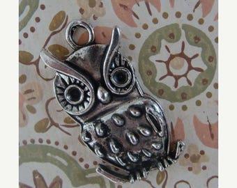 ON SALE Adorable Large Retro Owl Pendant Charm