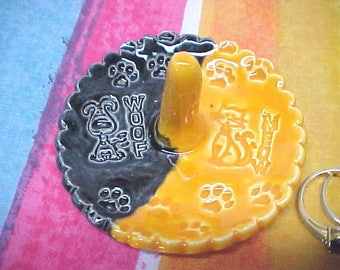 Scalloped Ring Dish with Orange Cat and Black Dog Design for Dual Pet Households | Orange Kitty MEOW | Black Dog WOOF with Footprints