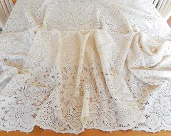 "vintage Quaker lace tablecloth, 87""x 64"", beautiful condition, table linens, dining, entertaining, vintage linens"