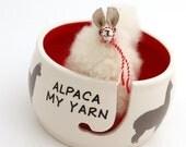Alpaca yarn bowl - llama - alpaca yarn - funny llama - gift for knitter - crochet bowl - yarn holder - ceramic yarn bowl with alpaca