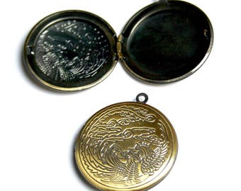 free shipping in UK - pack of 2 - Antique Bronze Brass Locket with Dragon Locket Pendant