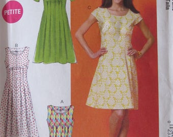 McCalls M6958, Uncut Sewing Pattern, Misses Plus Size Easy Sew Dress Pattern, Size 18w - 24w, Front and Back Tucks, 2008