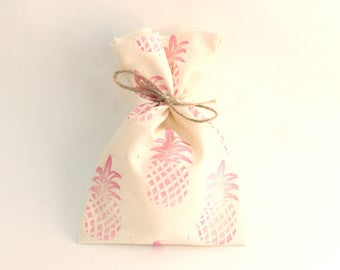 Pineapple favour bags. Pineapple theme party, pineapple party, tropical party favours, pink pineapple x 10