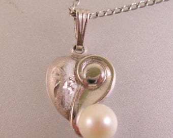 """SHIPS 6/26 w/FREE Jewelry Heart Cultured Pearl Sterling Silver Pendant Necklace 17"""" Chain Vintage Jewelry Jewellery"""