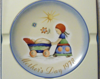 Vintage Hummel Schmid 1978 Mother's Day Afternoon Stroll  Plate 7th Edition Original Box