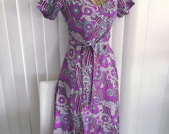 40% OFF Christmas in July Vintage 1960's Boho Dress in Purple, Lavender and Gray -- OP Art Print -- Size S