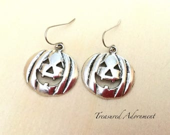 READY TO SHIP, Pumpkin Earrings, Jack O Lantern Earrings, Halloween Earrings, Party Favor earrings, Halloween Party, Costume