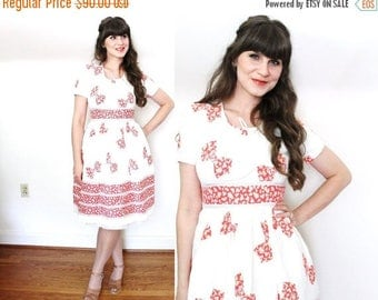 ON SALE 1940s Dress / 40s dress / 1940s Bow Novelty Print Day Dress