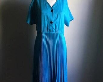 SUMMER SALE 70s 60s Teal Retro Accordion Skirt Dress • Size L Oversized Avant Garde Dress