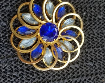 Vintage pendant unsigned gold tone flower rhinestone with blue stones