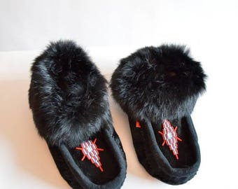 25% off Storewide // Vintage LEATHER and rabbit fur moccasins / 6