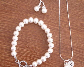 5 Simple Elegant Pearl and Initial Disc Bridesmaid Jewelry Gifts - Necklace, Earrings, Bracelet, Bridesmaid Gifts Weddings