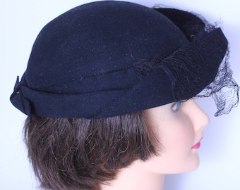 Roaring 20s cloche hat in black