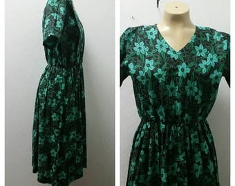 Clear Out Sale 1970's Hand Made Day Dress, Cotton, Floral, Greens, Size Large, 46317