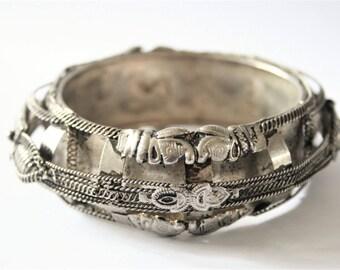 Vintage Boho bangle. Ethnic bangle.  Dark silvertone bangle.  Elephant bangle