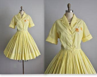 50's Shirtwaist Dress // 1950's Embroidered Yellow Cotton Garden Party Full Summer Dress M L