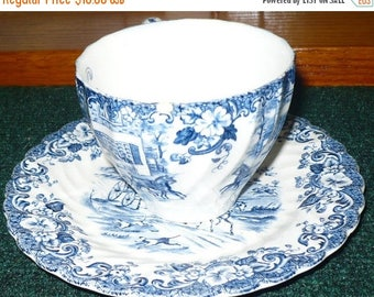 CHRISTMAS IN JULY Johnson Bros. - Tea Cup & Saucer -  Coaching Scenes - Hunting Country -  Made In England - Ironstone - See Description