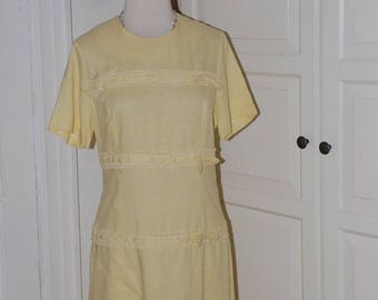 ON SALE 60s Shift Dress, Yellow Linen, Bows, Herman Marcus, Mod, Size S/M