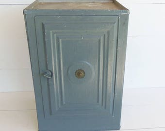 Vintage Bread and Cake Cabinet, Antique Pie Safe,  Bread Box, Primitive Tin Pastry Keeper, Kitchen Storage Cabinet
