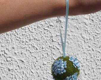 Bouquet boule hortensia bleu pour baptême enfant ou demoiselle d'honneur