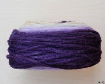 Self Striping Chunky Wool Pencil Roving, for Knitting, Crocheting, Light Beige, Light Grey, Purple, Lilac