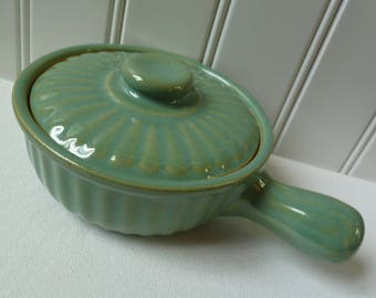 Ramekin with Lid and Handle. USA Pottery. Vintage Crock Casserole Baking Dish. Aqua Blue Green. Ribbed Design. Onion Soup Bowl.